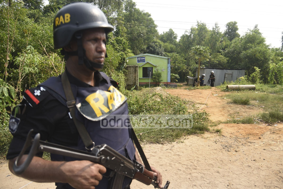 The Rapid Action Battalion or RAB raided a suspected militant hideout at Sonarpaharh area in Jorarganj of Chattogram's Mirsarai in the wee hours of Friday. Photo: Suman Babu