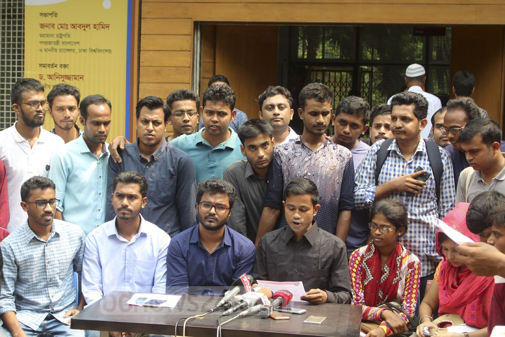 Leaders of the quota movement hold a press conference in front of the Dhaka University Central Library on Sunday to announce their stance on the removal of quotas for first and second class government jobs.