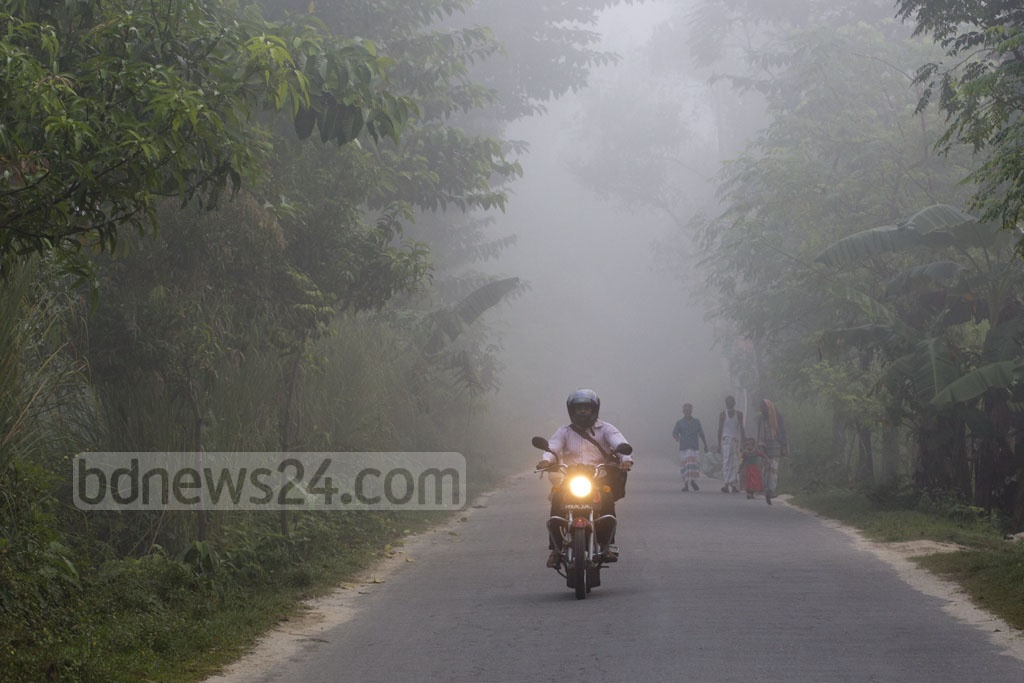 Hints of winter are in the air. This photo of a Dhaka road obscured by fog was taken in the Joypurhat area. Photo: Mostafigur Rahman