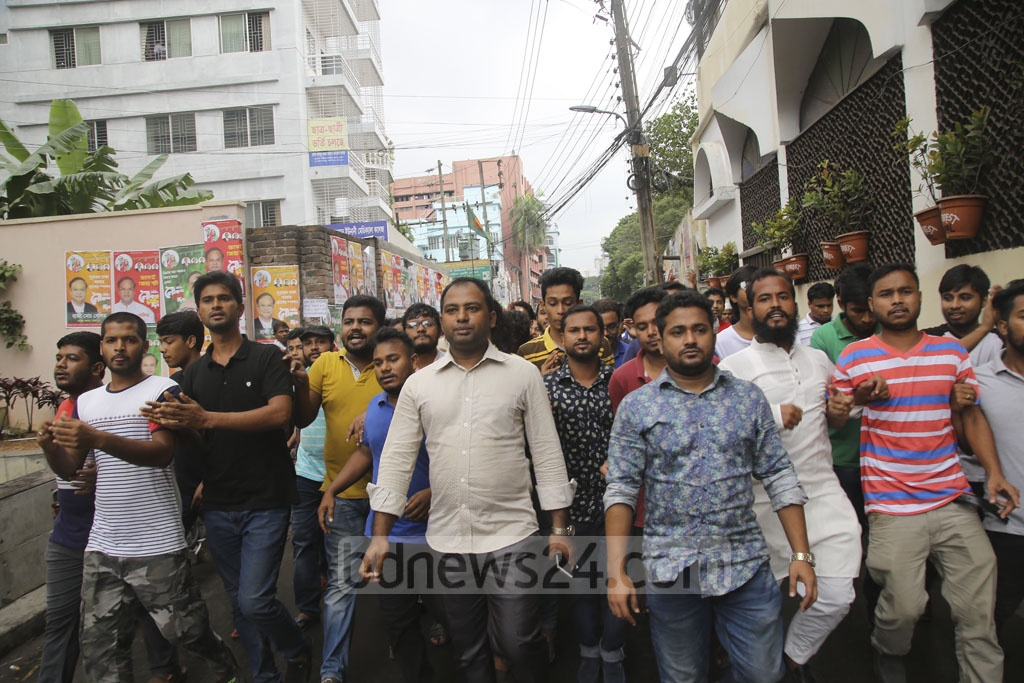 Awami League leaders and activists bring out a procession in Dhaka's Bakshi Bazar area on Wednesday after the verdict on the Aug 21, 2004 grenade attack case. Photo: Mahmud Zaman Ovi