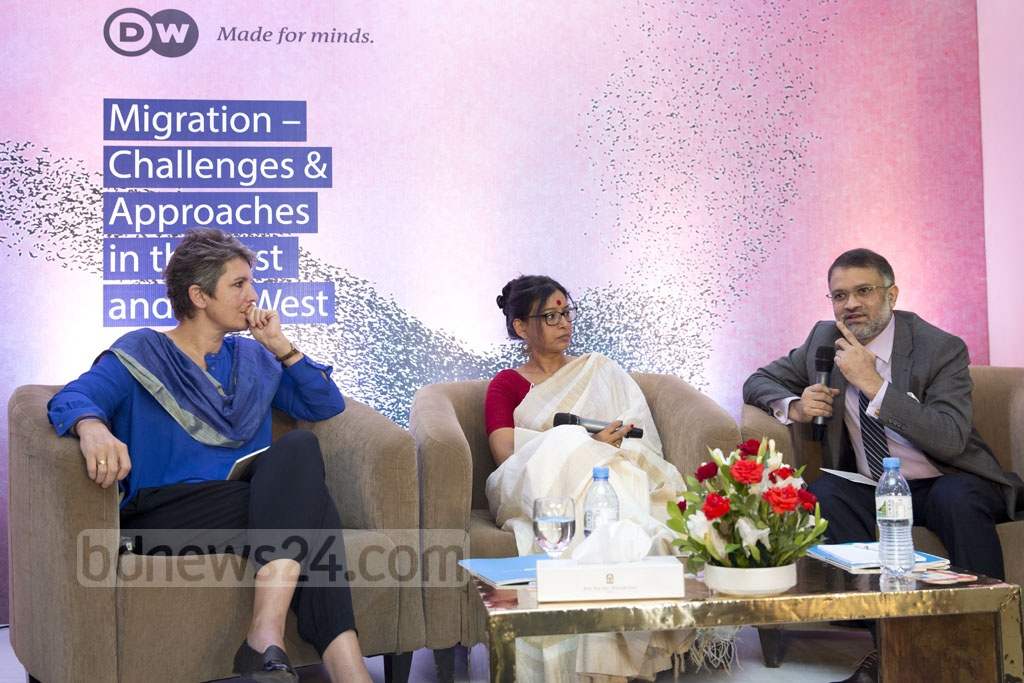 """bdnews24.com's Editor-in-Chief Toufique Imrose Khalidi speaks at a discussion on """"Migration -- Challenges and Approaches in the East and the West"""" at the Pan Pacific Sonargaon Hotel in Dhaka, organised by Deutsche Welle on Saturday. Photo: Muhammad Mostafigur Rahman"""