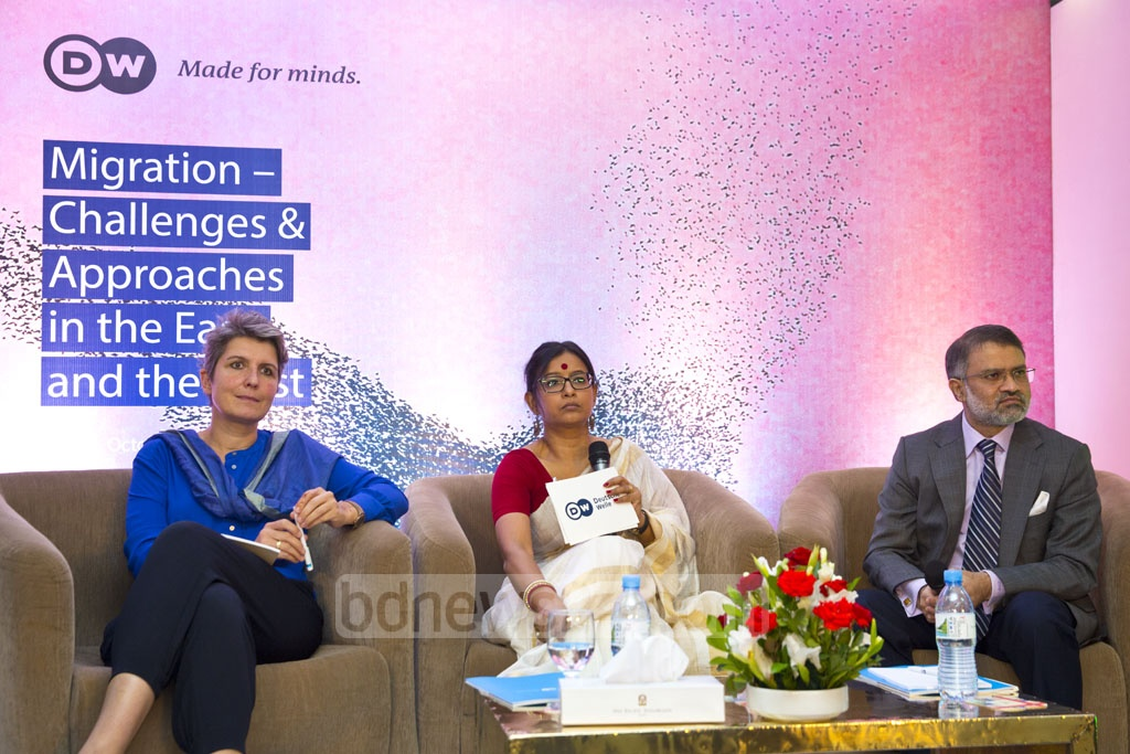 """Deutsche Welle Chief Editor Ines Pohl, DW's Asia programme head Debarati Guha andbdnews24.com's Editor-in-Chief Toufique Imrose Khalidi at a discussion on """"Migration -- Challenges and Approaches in the East and the West"""" at Pan Pacific Sonargaon Hotel in Dhaka, organised by Deutsche Welle on Saturday. Photo: Muhammad Mostafigur Rahman"""