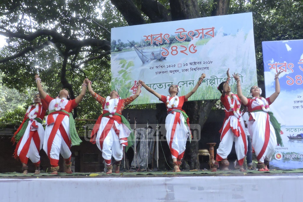 Students at the Satyen Sen School of Performing Arts perform at an event to celebrate autumn at the Institute of Fine Arts in Dhaka on Saturday. The students sang, danced and recited poetry.