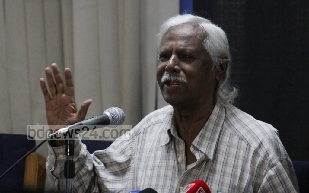 Gonoshasthaya Kendra Trustee Board member Zafrullah Chowdhury apologises for incorrect remarks he made about the chief of the army, at a press conference in Dhaka on Saturday. Photo: Asif Mahmud Ove