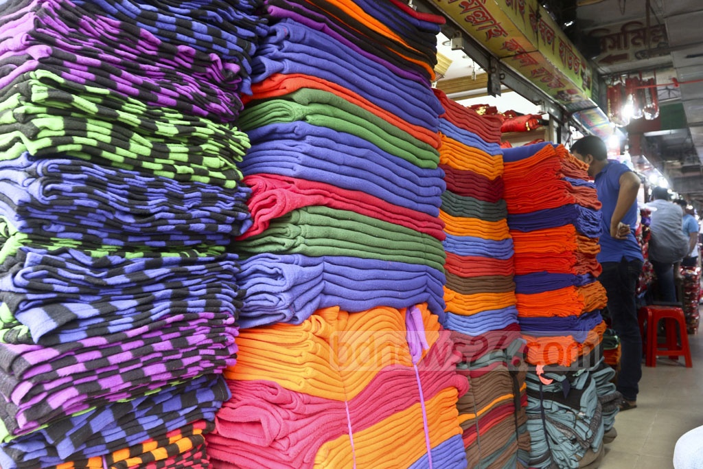 Prices of blankets vary from Tk 100 to Tk 4,000 based on size and quality at the whalesale markets of Bangabazar in Dhaka. Photo: Abdullah Al Momin