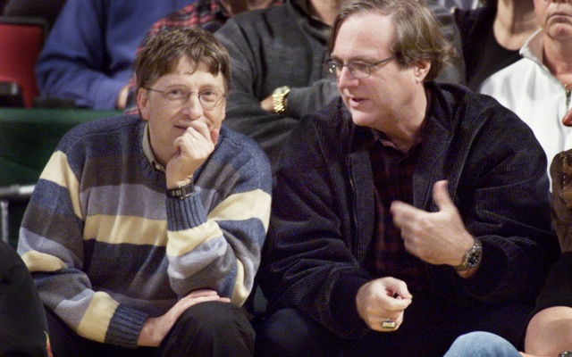 Microsoft co-founders Bill Gates (L) and Paul Allen (R) chat at courtside during the NBA game between the Seattle SuperSonics and the Portland Trailblazers at Key Arena in Seattle in 2003. REUTERS