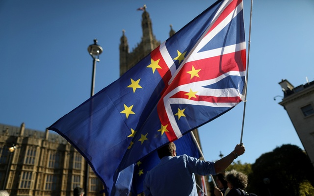 An anti-Brexit protester waves a flag opposite the Houses of Parliament in London, Britain, Oct 9, 2018. Reuters