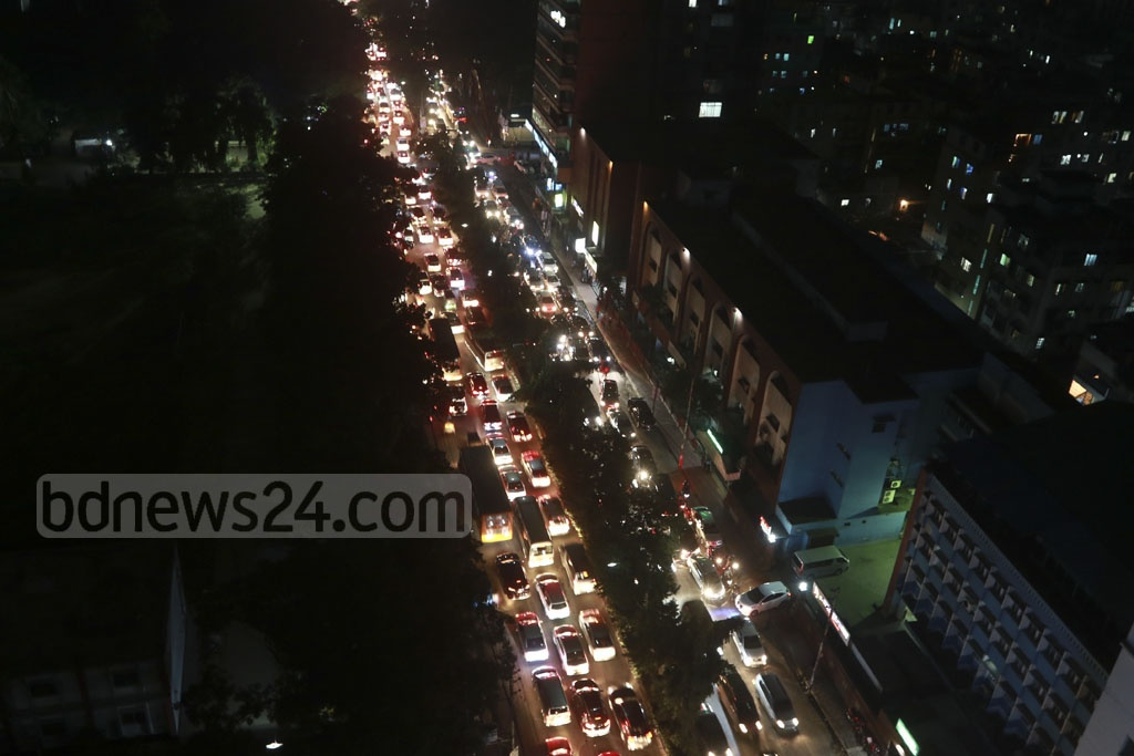 Different streets of the capital, such as these in Mohakhali, were severely gridlocked on Wednesday evening. Photo: Asif Mahmud Ove