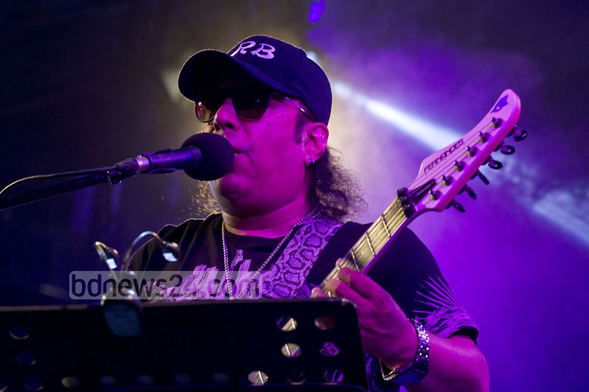 Ayub Bachchu plays his guitar at a 2015 Internet Week event.