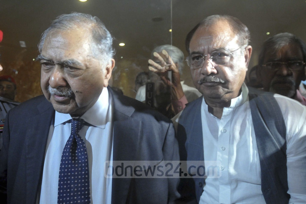 Jatiya Oikya Front alliance leaders Dr Kamal Hossain and ASM Abdur Rab arrive for a meeting with Dhaka-based foreign diplomats at a hotel in the capital on Thursday.