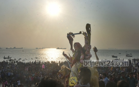 Hindu devotees bidding adieu to the goddess Durga through immersion of her idols at the Patenga sea beach in Chattogram on Friday. Photo: Suman Babu