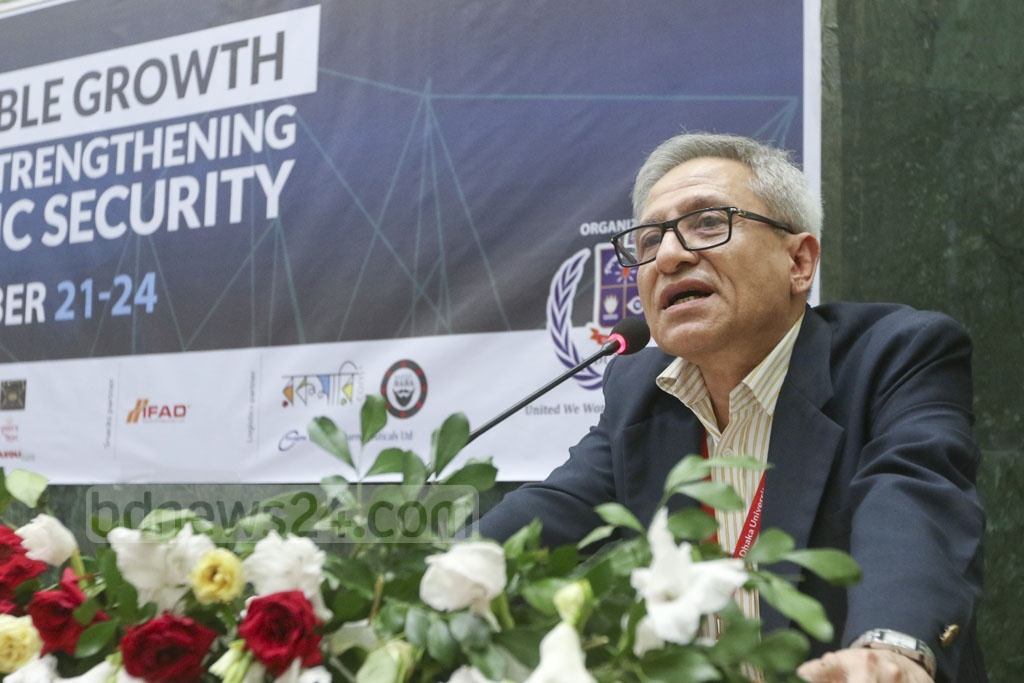 World Bank's lead economist in Dhaka Zahid Hussain addressing the seventh session of the Dhaka University National Model United Nations (DUNMUN) at the Senate Building on Sunday. Photo: Abdullah Al Momin