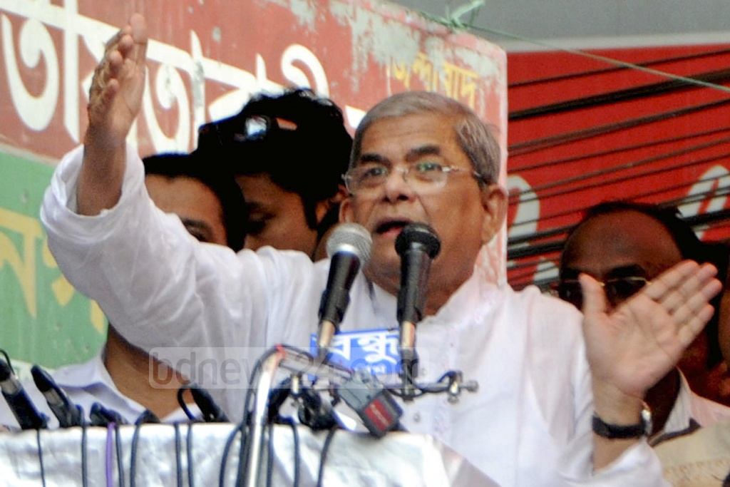 BNP Secretary General Mirza Fakhrul Islam Alamgir speaks at a rally organised by the Jatiya Oikya Front at Chattogram's Kazir Dewri on Saturday.