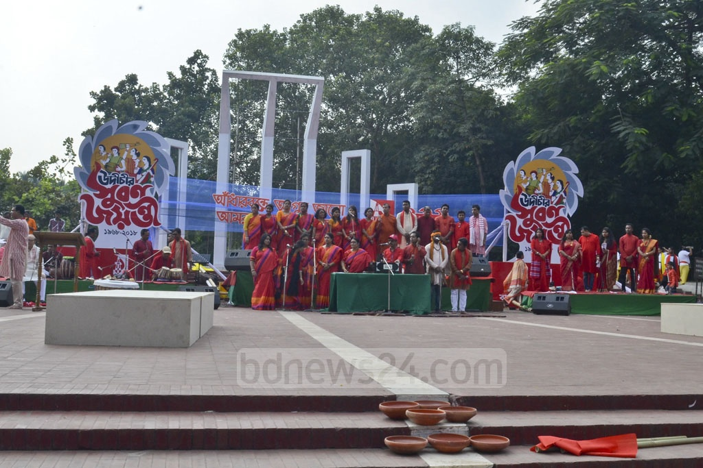 Singers perform at the golden jubilee programme of the Udichi Shilpi Goshthi at the Central Shaheed Minar in Dhaka on Saturday.