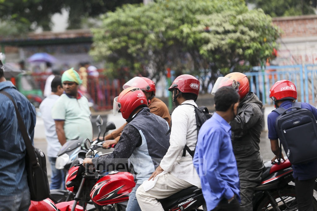Many of the commuters picked up ride-sharing services to reach their destinations in Dhaka on Sunday, the first day of a 48-hour transport strike, but they continued to suffer. Photo: Mahmud Zaman Ovi