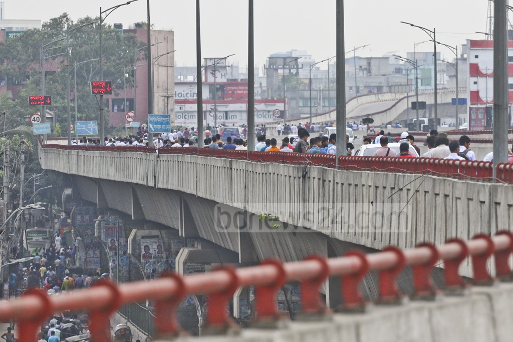 Many commuters began walking to their destinations in Dhaka on Sunday during a transport strike. This photo was taken from Jatrabarhi area. Photo: Abdullah Al Momin