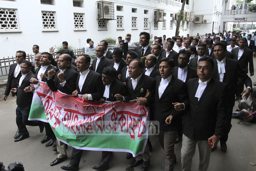 Pro-BNP lawyers protesting on the Supreme Court premises in Dhaka on Tuesday against the High Court verdict which raised Khaleda Zia's jail term to 10 years from five years for corruption in Zia Orphanage Trust.