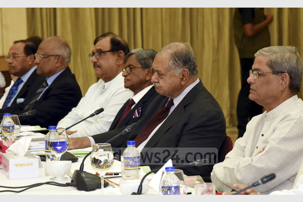 The Jatiya Oikya Front alliance led by Dr Kamal Hossain in talks with Prime Minister Sheikh Hasina and other leaders of the ruling Awami League-led 14-Party coalition at the Ganabhaban on Thursday. Photo: Saiful Islam Kallol