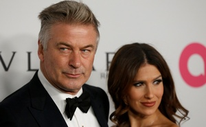 FILE PHOTO: Actor Alec Baldwin and his wife Hilaria Baldwin pose on the red carpet at the Elton John AIDS Foundation 25th year fall gala in New York City, November 7, 2017. Reuers