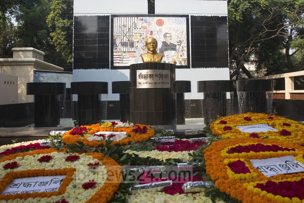 Wreaths are laid in front of the statue of Bangabandhu Sheikh Mujibur Rahman at the memorial museum in the central jail on Old Dhaka's Nazimuddin Road on Saturday. Photo: Mostafigur Rahman