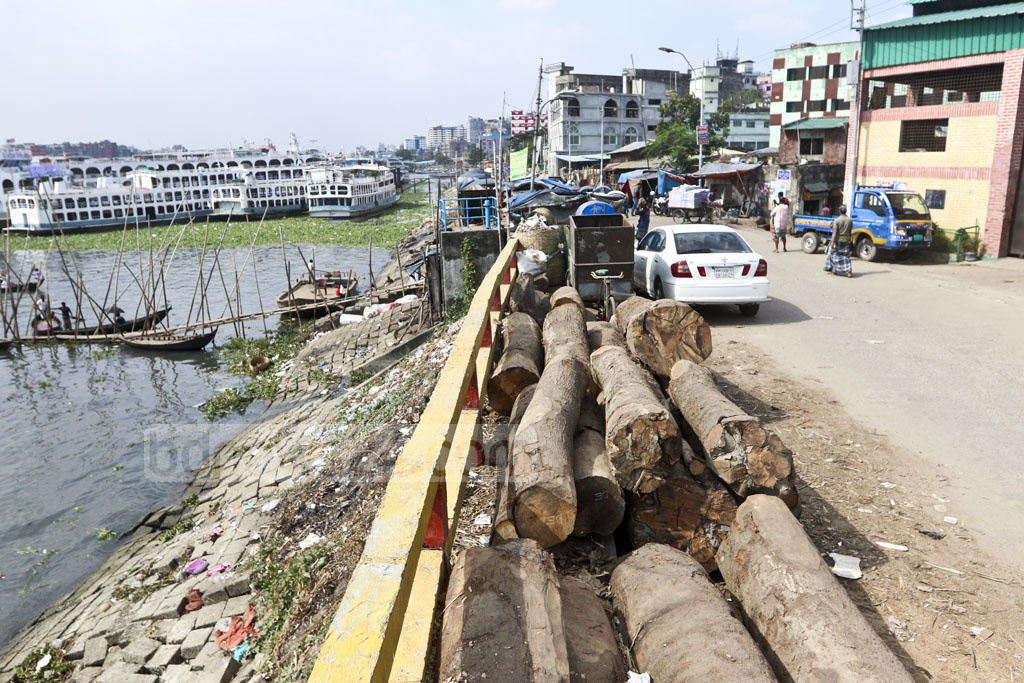 Traders have left logs lying on a section of the Beribadh Road on the banks of the Buriganga River in Old Dhaka's Farashganj. Photo: Abdullah Al Momin
