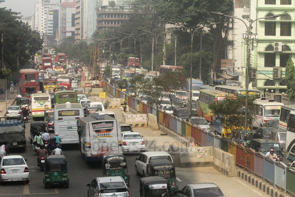 Vehicles are stuck in heavy congestion in the Bangla Motor area due to the Qawmi thanksgiving rally at Dhaka's Suhrawardy Udyan on Sunday.