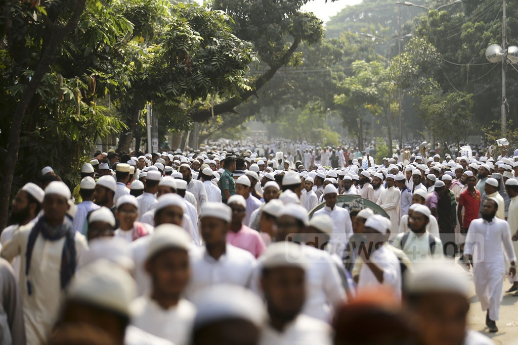 A thanksgiving rally is held at Dhaka's Suhrawardy Udyan on Sunday to celebrate the government's recognition of Qawmi madrasas' highest certifications as equivalent to postgraduate degrees.