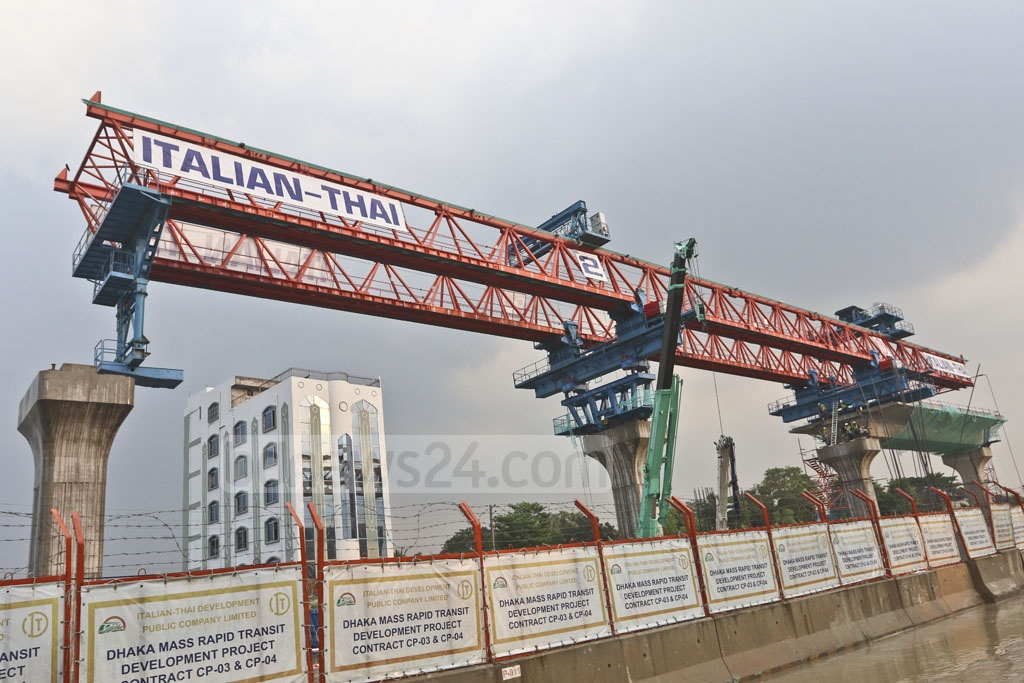 A span of metro rail is being set up on piers at Diabarhi in Uttara on Monday. Photo: Abdullah Al Momin