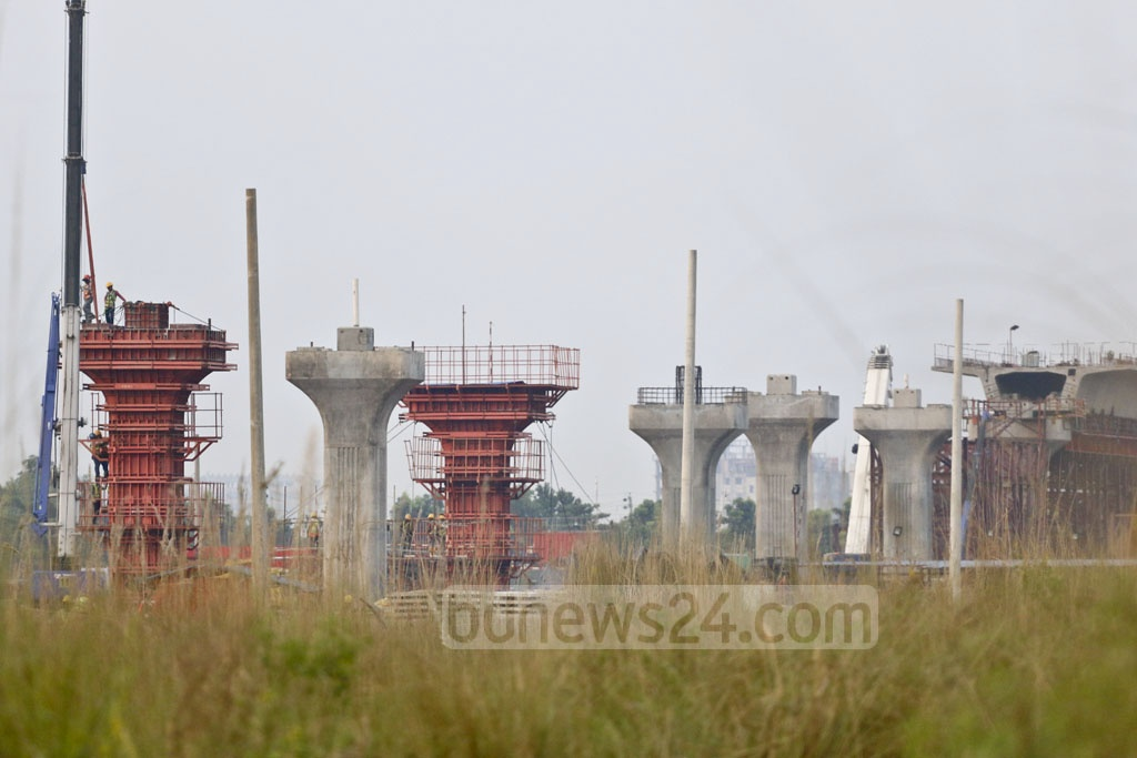 Piers set up in a row at Diabarhi in Uttara indicates the progress of work in the metro rail project. This photo was taken on Monday. Photo: Abdullah Al Momin