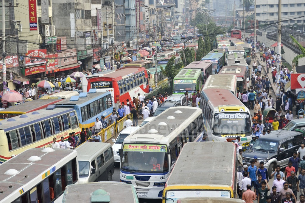 Huge traffic congestion is created on the roads leading to the Jatiya Oikya Front's rally at Dhaka's Suhrawardy Udyan.