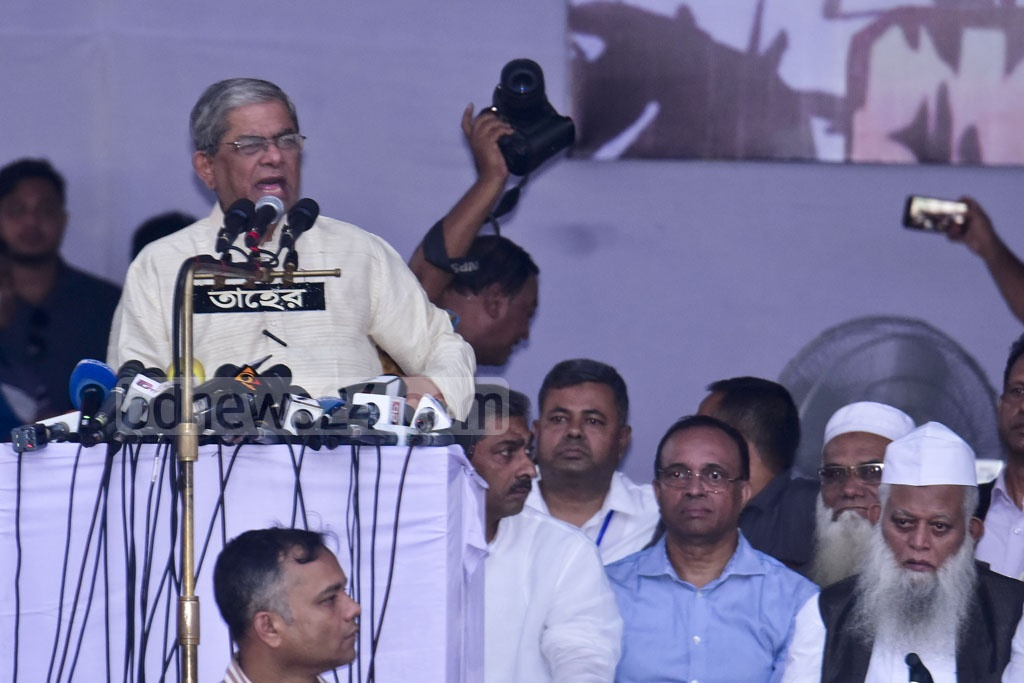 BNP Secretary General Mirza Fakhrul Islam Alamgir addressing the Jatiya Oikya Front's rally at the Suhrawardy Udyan in Dhaka on Tuesday. Photo: Asif Mahmud Ove