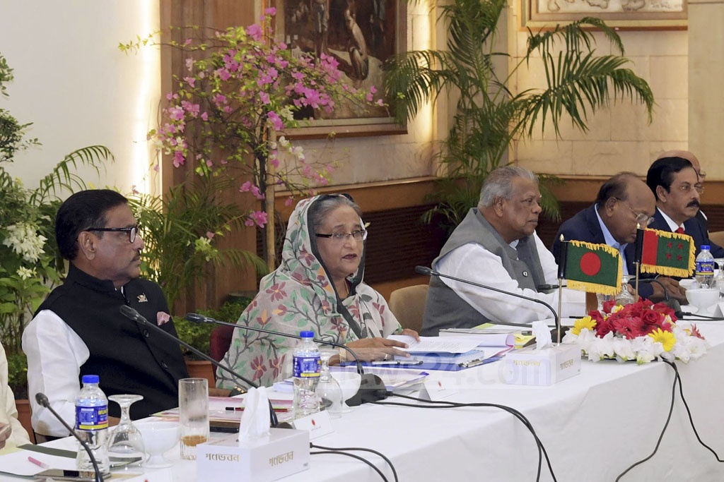 Prime Minister Sheikh Hasina holds talks with the Jatiya Oikya Front at her official residence Ganabhaban on Wednesday.