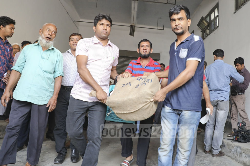The Election Commission starts sending nomination forms and other polling materials to its field-level offices from the Bangladesh Government Press in Dhaka on Thursday ahead of the upcoming general election. Photo: Abdullah Al Momin