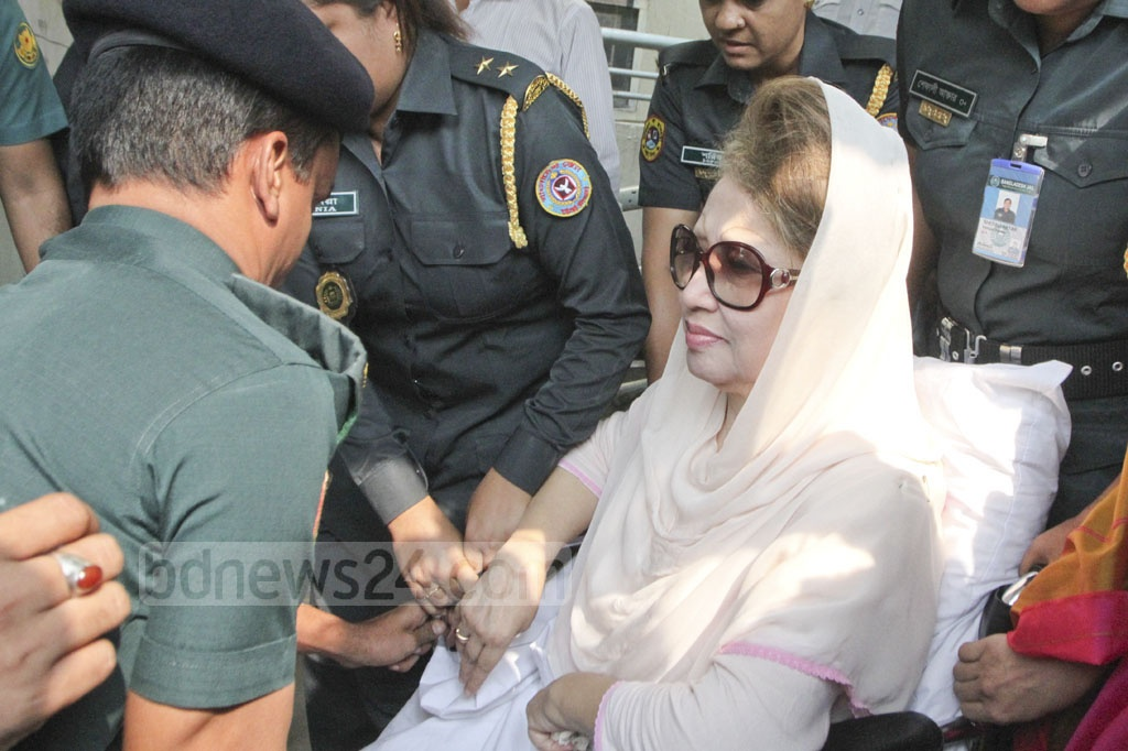 BNP chief Khaleda Zia is shifted back to the Old Dhaka jailhouse on Thursday from Bangabandhu Sheikh Mujib Medical University after a month of treatment. Photo: Abdullah Al Momin