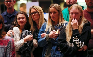 Mourners attend a vigil for the victims of the mass shooting, at the Thousand Oaks Civic Arts Plaza in Thousand Oaks, California, US Nov 8, 2018. REUTERS/Mike Blake
