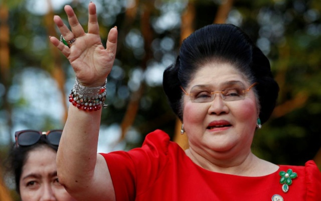 FILE PHOTO: Philippines Former First Lady and Congresswoman Imelda Marcos waves to supporters as she takes part in the announcement of her son BongBong Marcos' vice-presidential candidacy, in Manila Philippines October 10, 2015. REUTERS/Erik De Castro