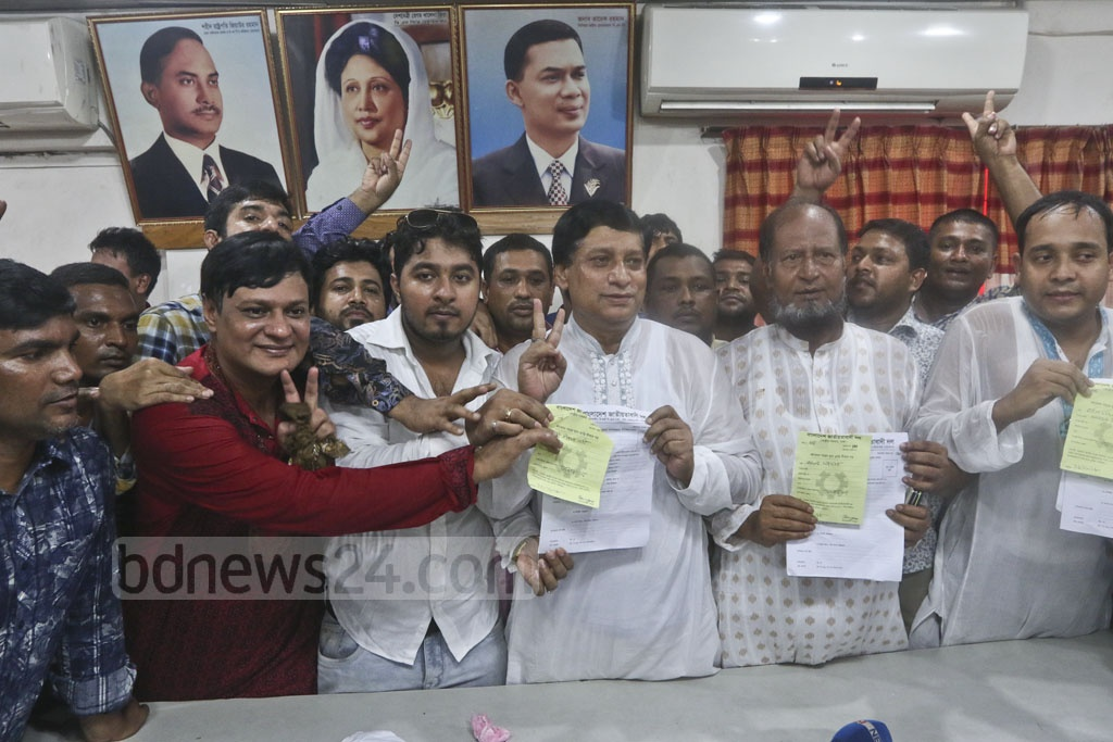 Aspirants crowd the BNP's Naya Paltan headquarters in Dhaka on Monday. Photo: Abdullah Al Momin