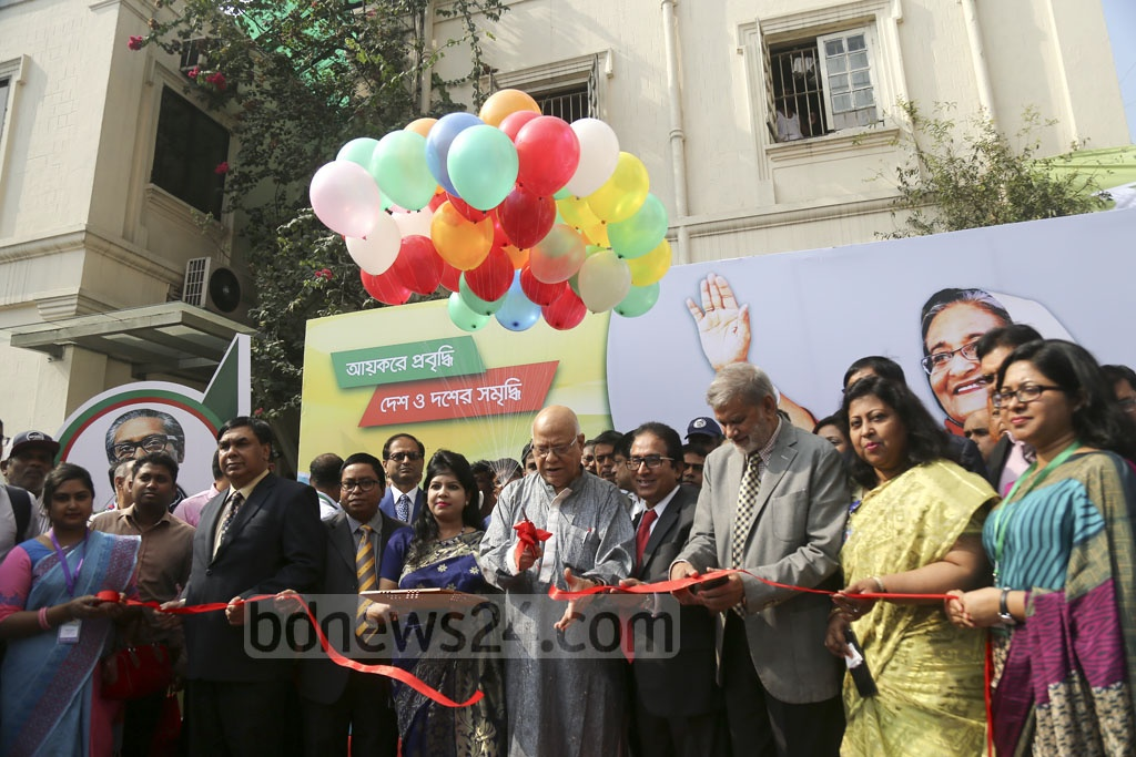 Finance Minister AMA Muhith inaugurates the Income Tax Fair at the Officers' Club in Dhaka on Tuesday. Photo: Mahmud Zaman Ovi