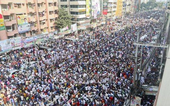 BNP leaders and activists thronged the street in front of the party's Naya Paltan headquarters in Dhaka on Tuesday to support aspirants and celebrate sale of nomination forms. Photo: Abdullah Al Momin