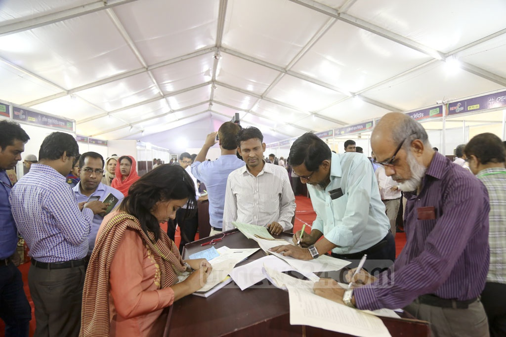 Taxpayers crowd the Income Tax Fair at the Officers' Club in Dhaka on Tuesday. Photo: Mahmud Zaman Ovi
