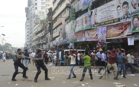 BNP activists clash with the police on the third day of the party's nomination form sale, in front of the party's headquarters at Naya Paltan in Dhaka. Photo: Abdullah Al Momin
