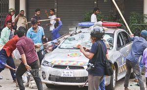 BNP activists vandalise and torch several vehicles during a clash with police in Naya Paltan area in Dhaka on Wednesday. Photo: Abdullah Al Momin