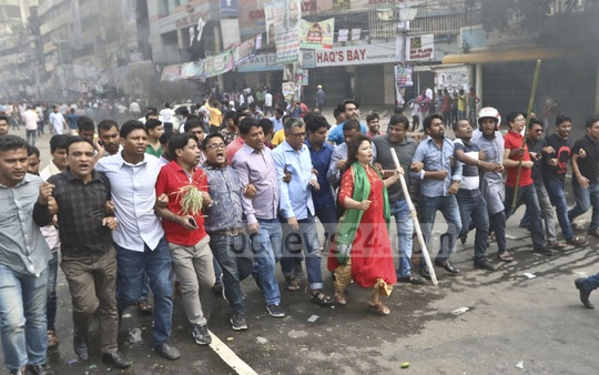 BNP leaders and activists staging a procession after clashes with police at Naya Paltan in Dhaka on Wednesday afternoon. Photo: Abdullah Al Momin