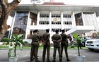 Sri Lankan Police stand guard in front of the Supreme Court, while the party members of the deposed Prime Minister Ranil Wickremesinghe-led United National Party handover a petition against the President Maithripala Sirisena's decision to sack the parliament, in Colombo, Sri Lanka November 12, 2018. Reuters