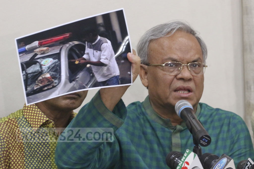 BNP Senior Joint Secretary General Ruhul Kabir Rizvi showing at a news briefing on Thursday photographs of violence during Wednesday's clashes between police and the party's supporters at Naya Paltan. Photo: Abdullah Al Momin