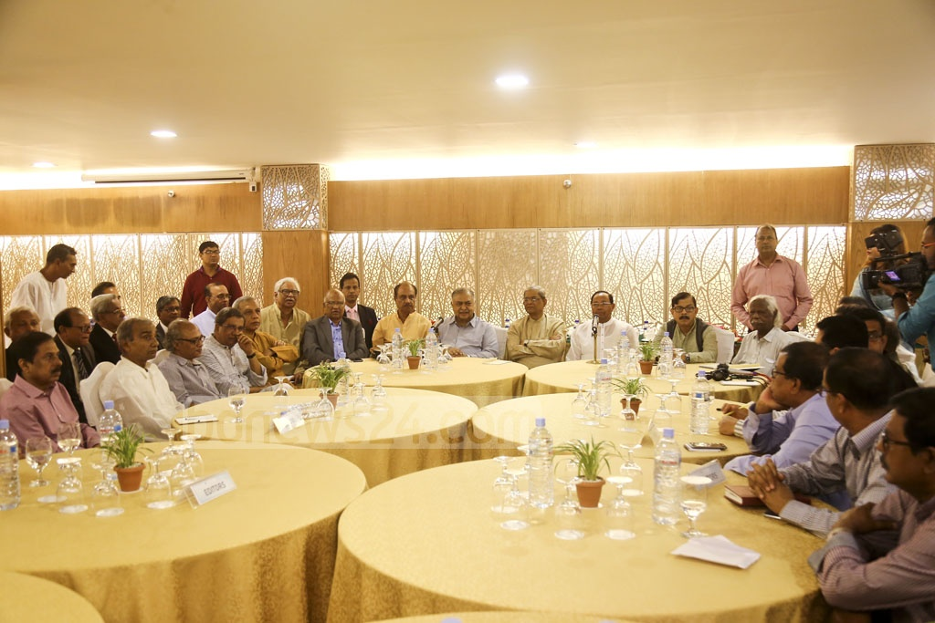 Jatiya Oikya Front leaders meeting editors at a Dhaka hotel on Friday to exchange views on the upcoming election.