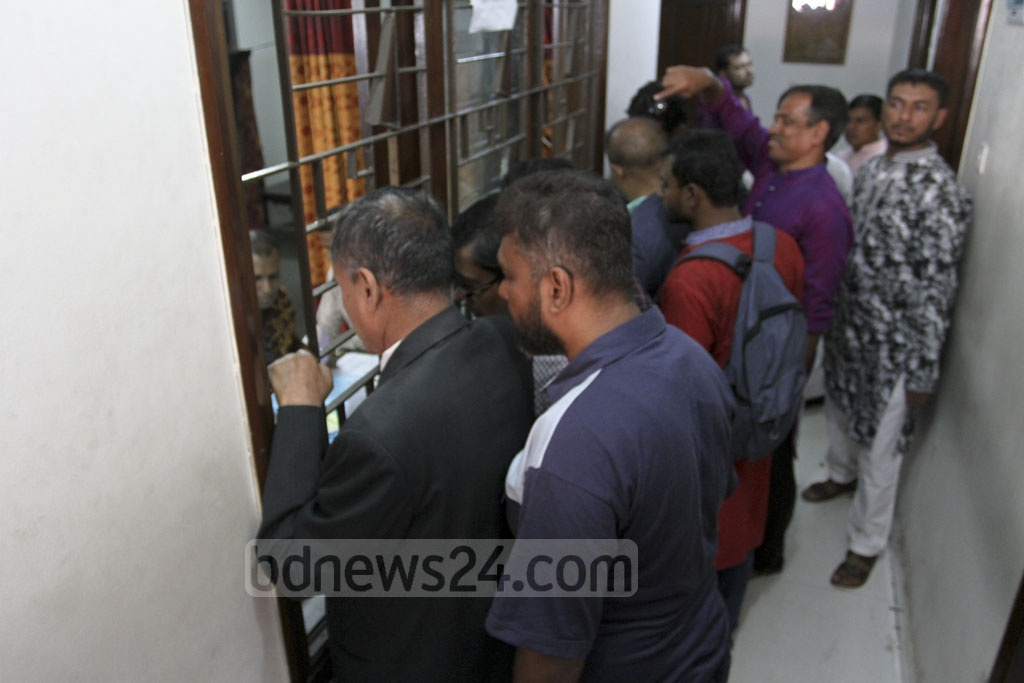 Prospective candidates seeking the BNP's nominations for the parliamentary election submit the forms to the party office in Dhaka's Naya Paltan on Friday. Photo: Asif Mahmud Ove