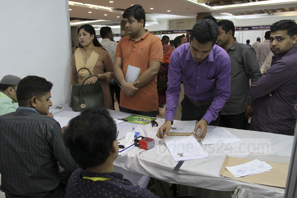 Taxpayers submit their returns at the Income Tax Fair at the Officers' Club in Dhaka on Saturday. Photo: Asif Mahmud Ove