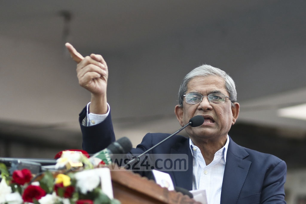 BNP Secretary General Mirza Fakhrul Islam Alamgir speaks at a rally for lawyers organised by the Jatiya Oikya Front at the Supreme Court premises on Saturday. Photo: Asif Mahmud Ove