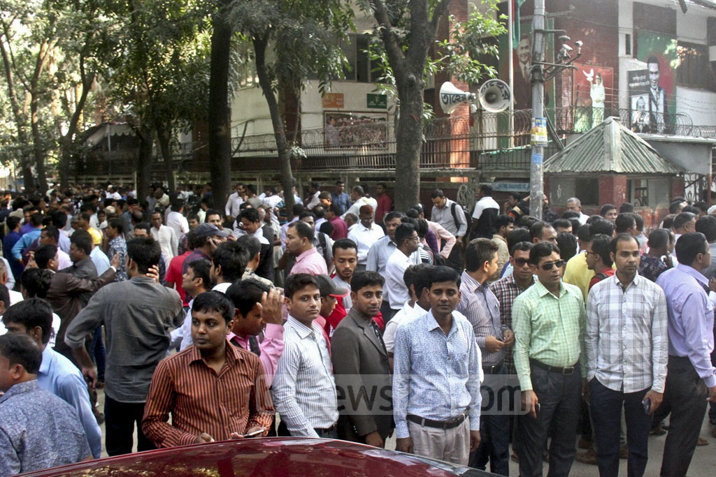 Supporters of BNP nominees who came for interview at the party chief's Gulshan offices gathered outside on Sunday.